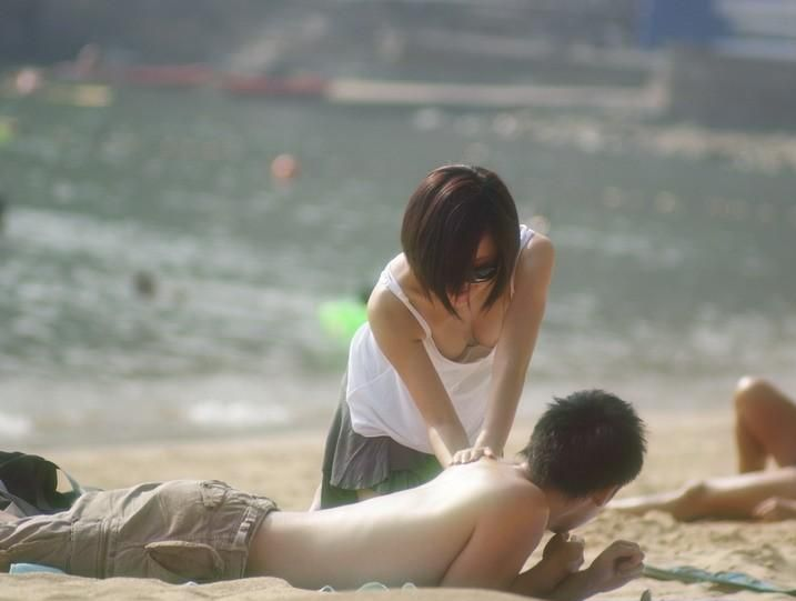 胸チラおっぱいを街撮り盗撮した素人エロ画像16
