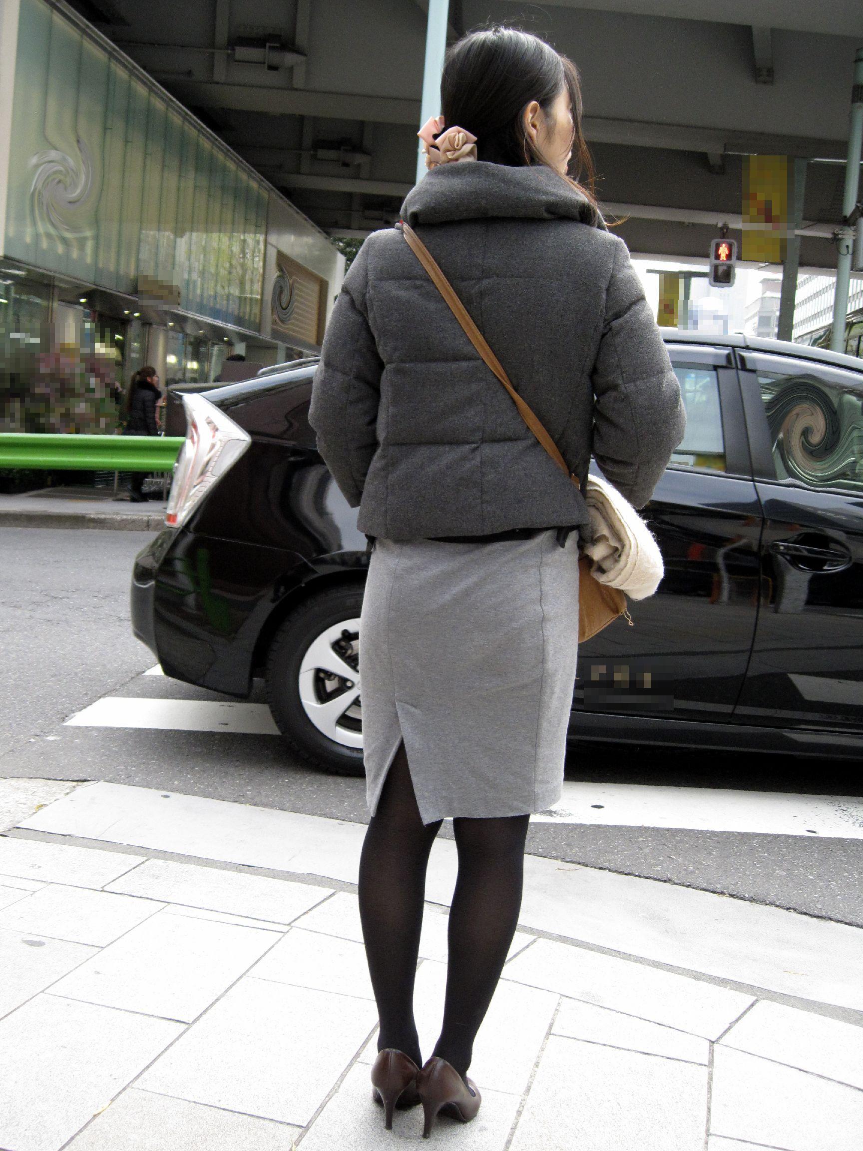 いやらしさしか感じないタイトスカートのお尻盗撮素人エロ画像22