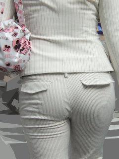 パンツスーツのお尻街撮り素人OLエロ画像15
