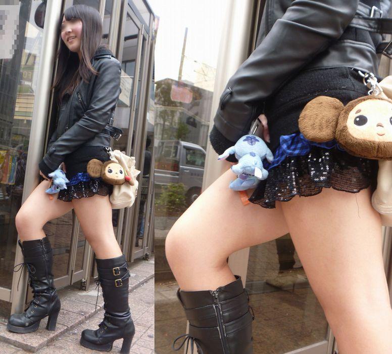 ミニスカ・ショートパンツにブーツをはいたギャル街撮り素人エロ画像11