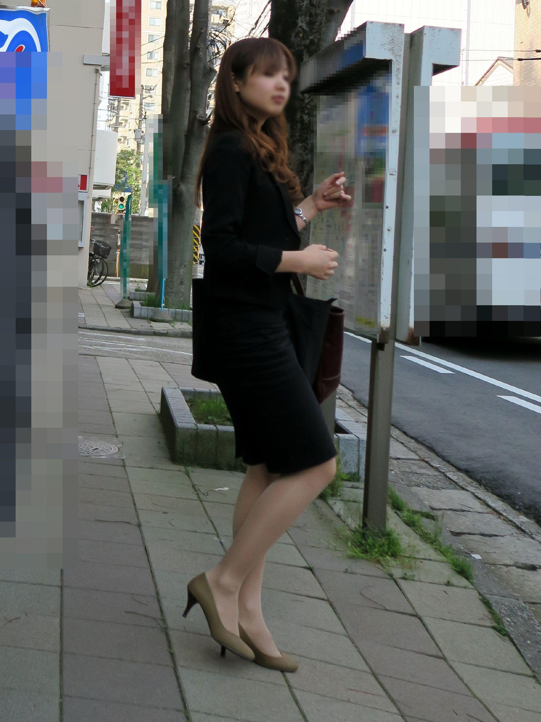 タイトスカートのお尻街撮り素人エロ画像18