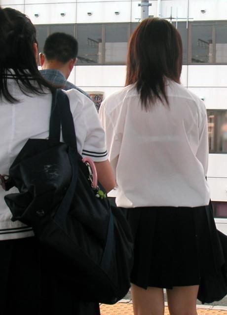女子校生の透けブラ街撮りエロ画像007