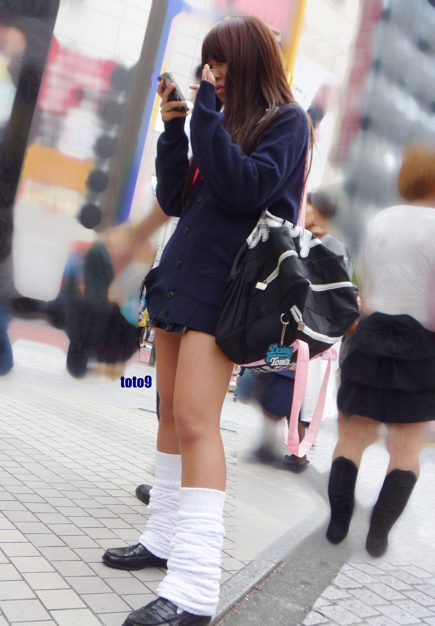 制服女子校生の街撮り素人JKエロ画像9