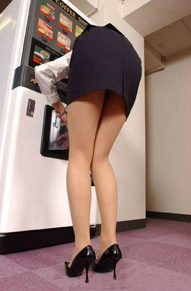 自動販売機前の女性のお尻盗撮エロ画像007