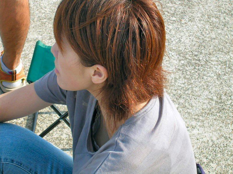 胸チラおっぱい素人エロ画像9