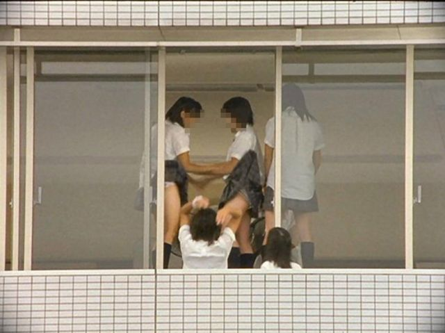 JKのおふざけや学校内盗撮の素人エロ画像15