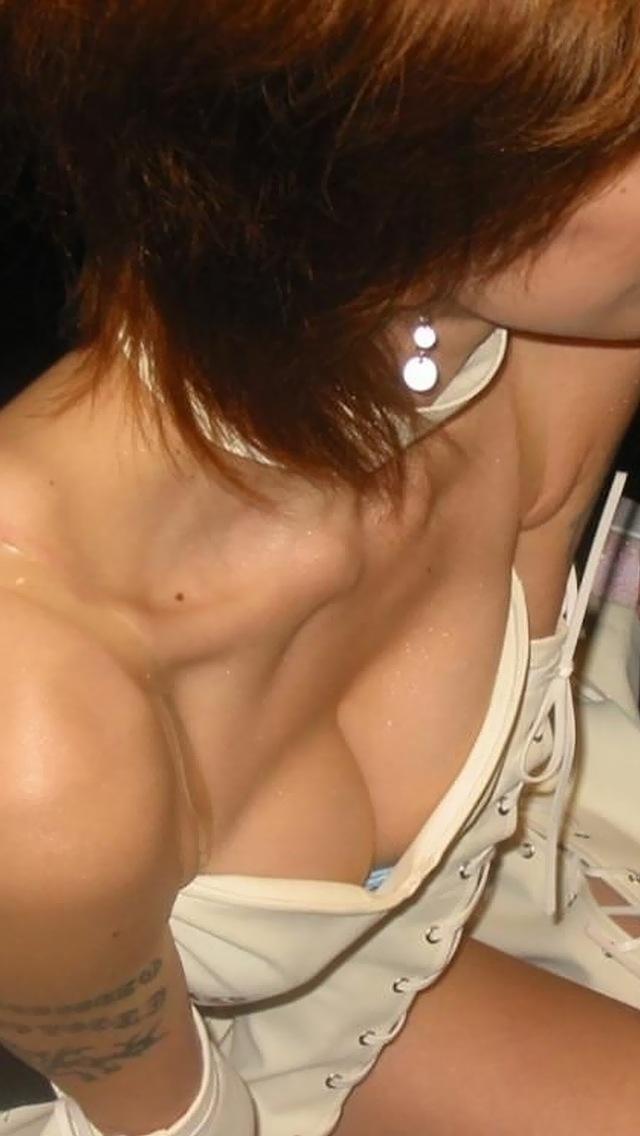 胸チラおっぱい街撮り素人エロ画像15