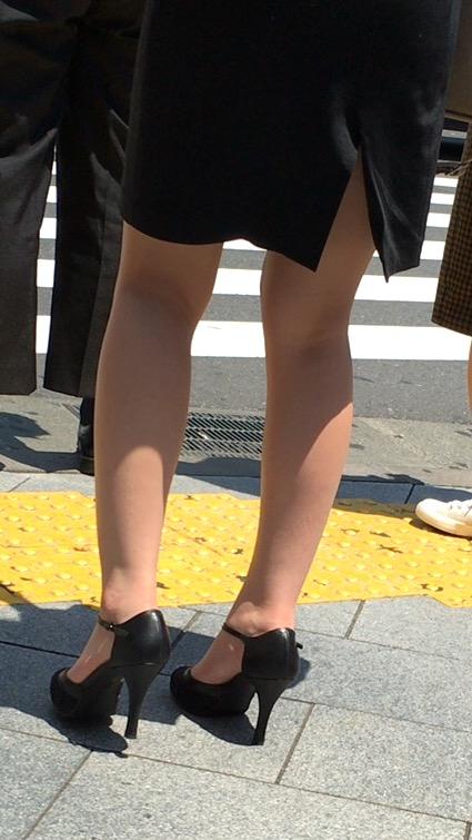 街撮り美脚の素人エロ画像15