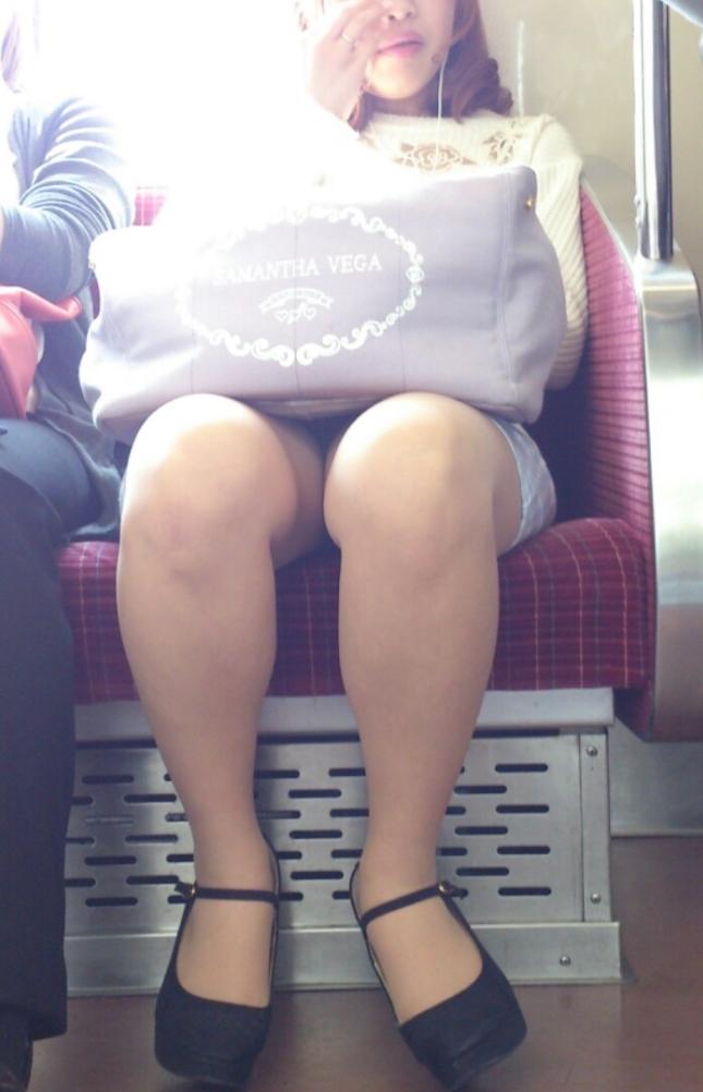電車内盗撮素人エロ画像16