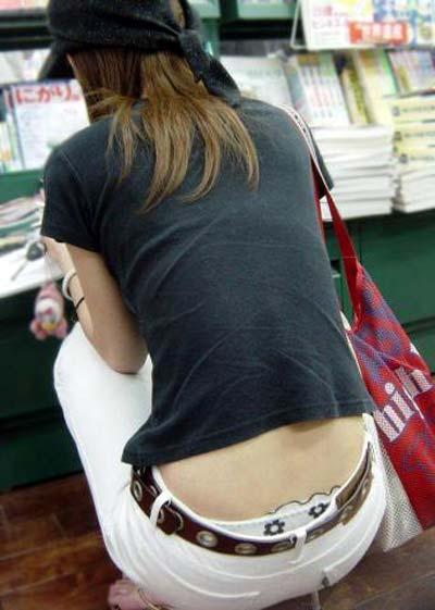 買い物中のギャルの盗撮素人エロ画像10