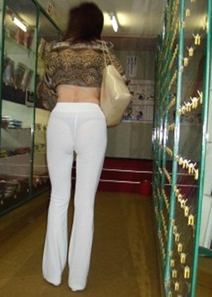 白ピタパンやスカートのスケパン・パン線を盗撮した素人エロ画像26