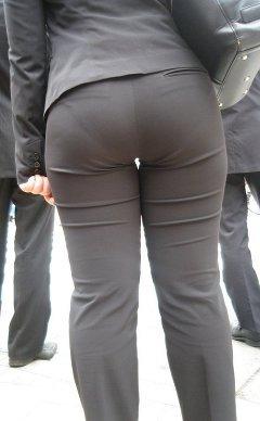 パンツスーツのお尻街撮り素人OLエロ画像10