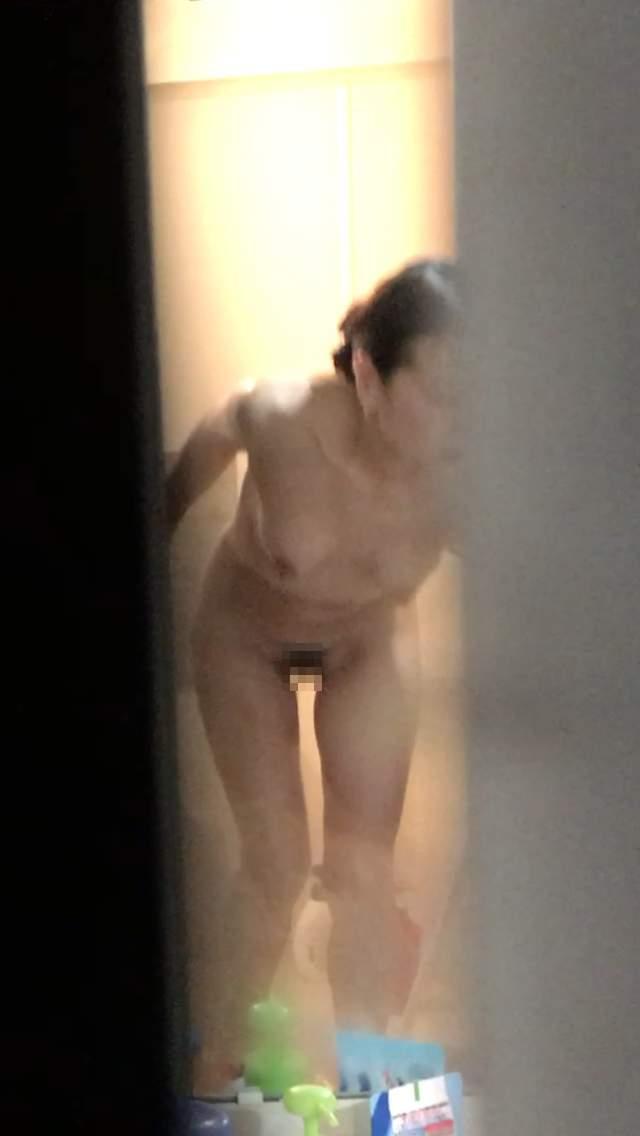 嫁をガチで家庭内盗撮してネットに晒している素人エロ画像15
