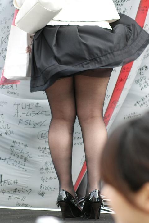 ミニスカ・ショートパンツの黒ストッキングギャル街撮り素人エロ画像01