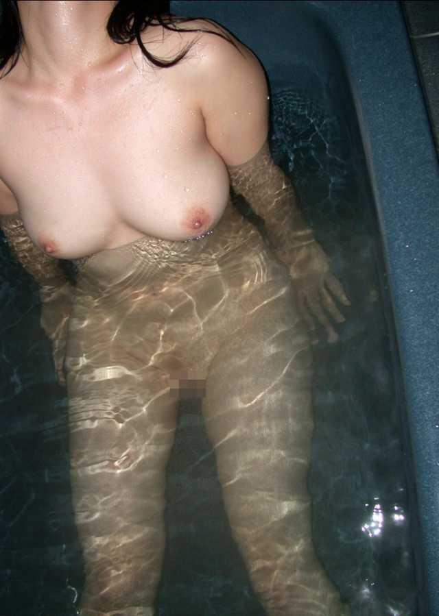 お風呂入ってる女子の素人エロ画像10