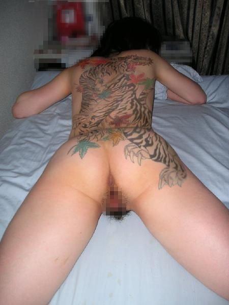 タトゥーの素人エロ画像7