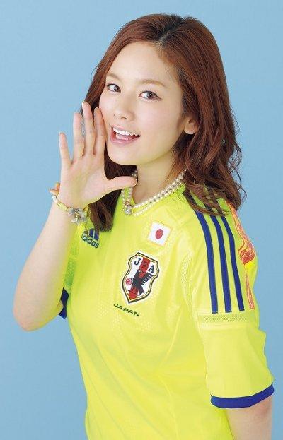 サッカーユニフォーム女子のエロ画像16