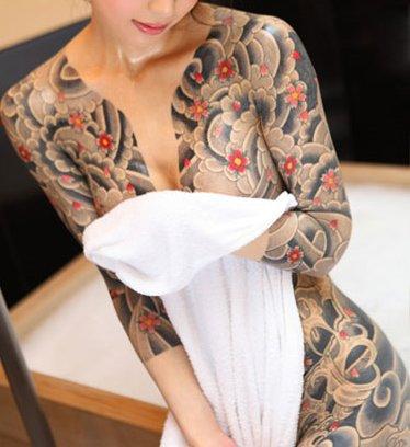 タトゥーの素人エロ画像10