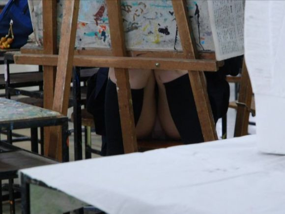 JKの学校内盗撮パンチラ素人エロ画像20