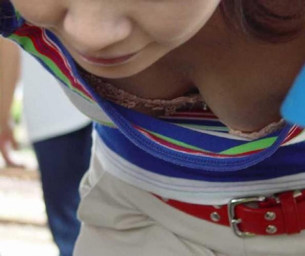 めっちゃエッチな胸チラおっぱい素人エロ画像12