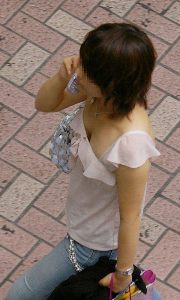 胸チラおっぱい街撮り素人エロ画像12