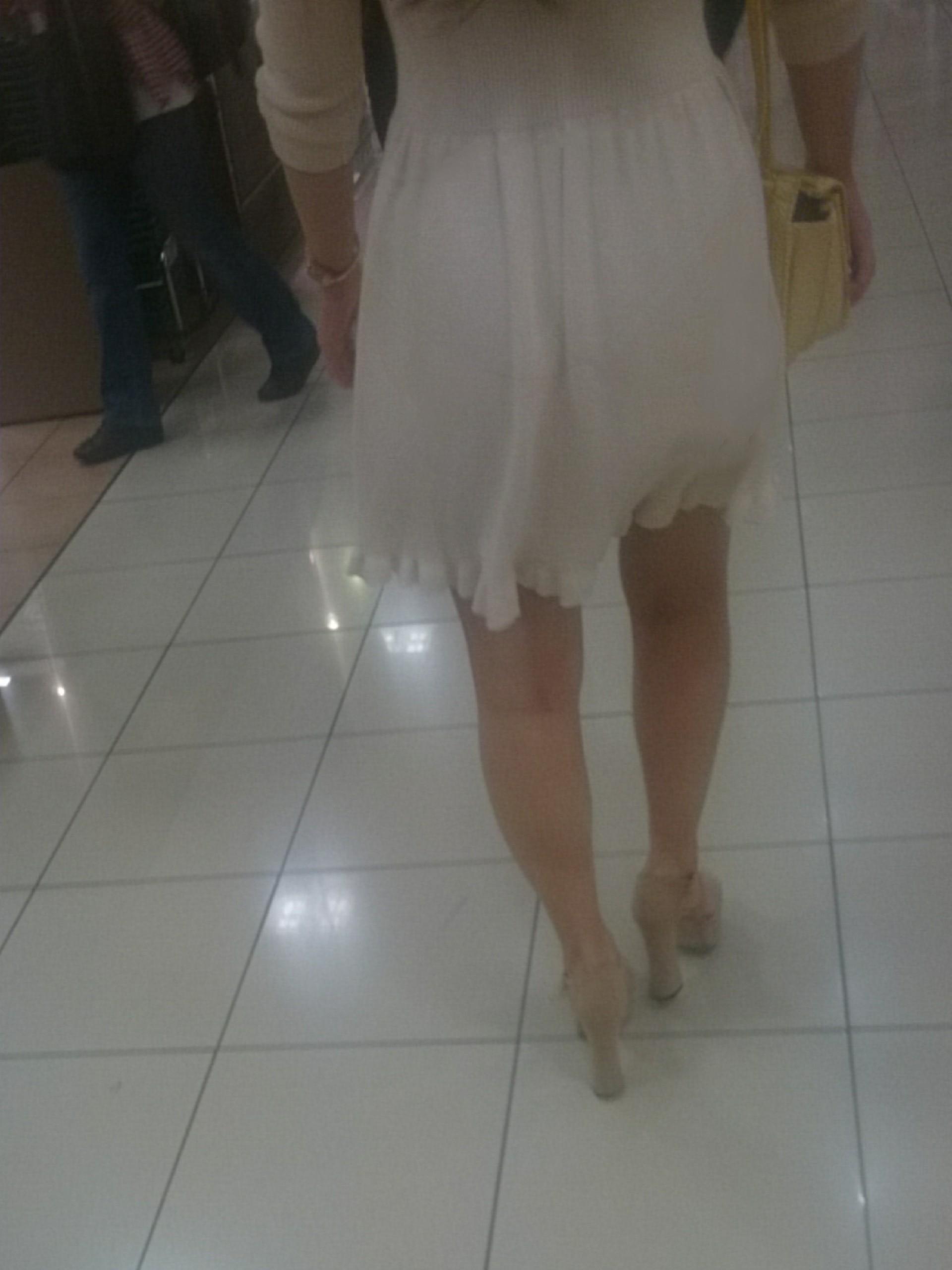 スカートの透けパン街撮り素人エロ画像21