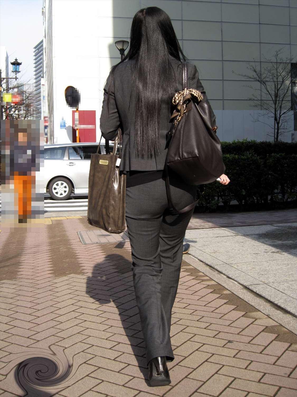 パンツスーツのピタピタお尻がエッチな働くお姉さんの素人エロ画像16