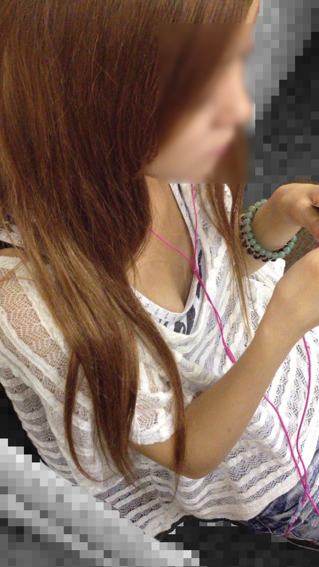 胸チラの電車内・街撮り盗撮素人エロ画像4