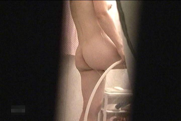 女性が入浴中のお風呂を盗撮した素人エロ画像16