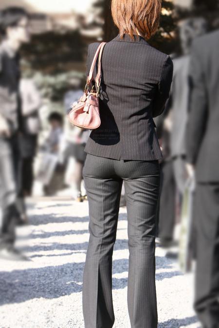 生ケツを見てみたい引き締まった小さめお尻の街撮り素人エロ画像4