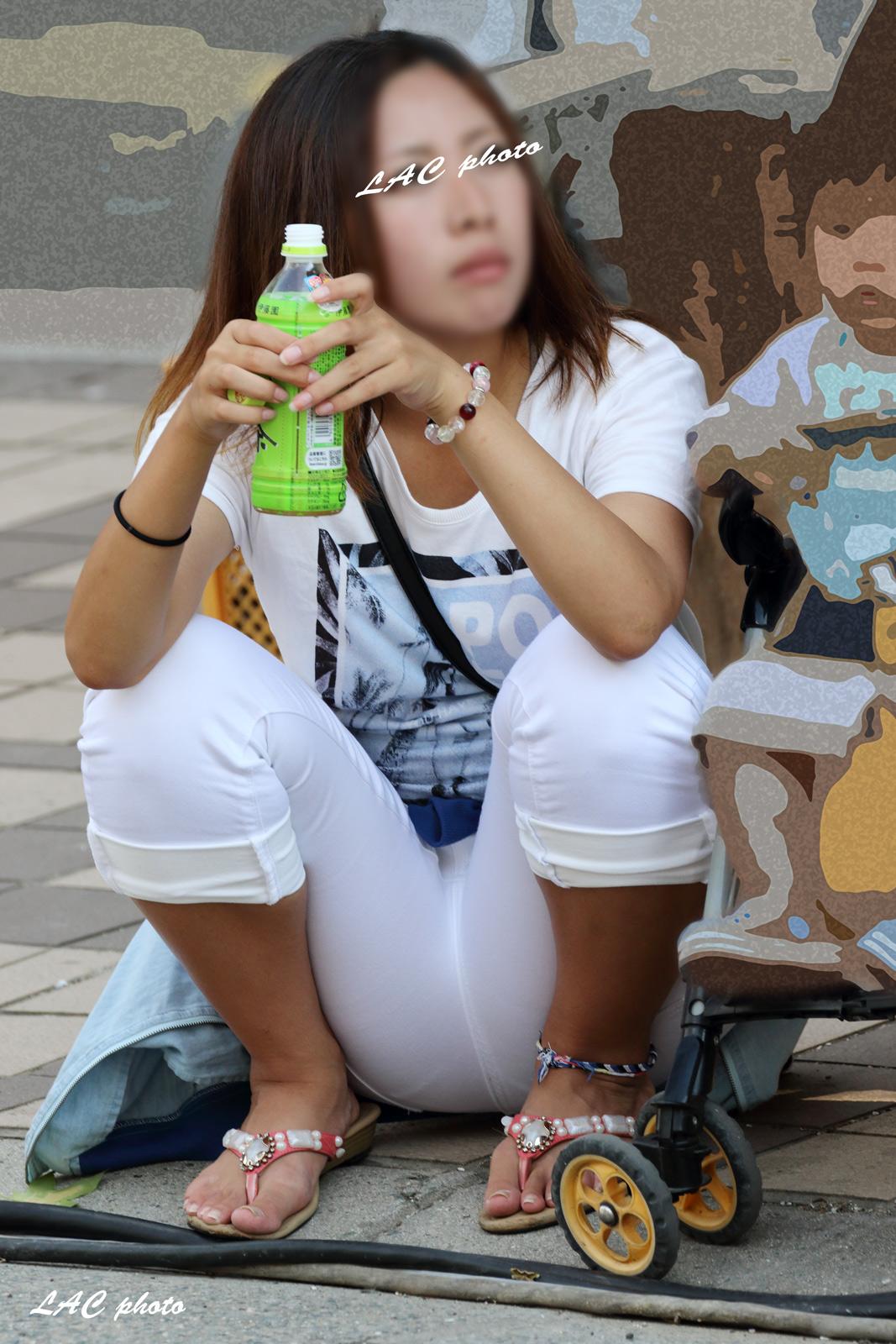 子連れママの街撮り素人エロ画像021