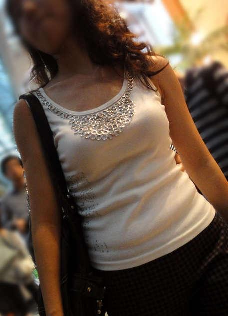 着衣巨乳おっぱいの街撮り素人エロ画像18