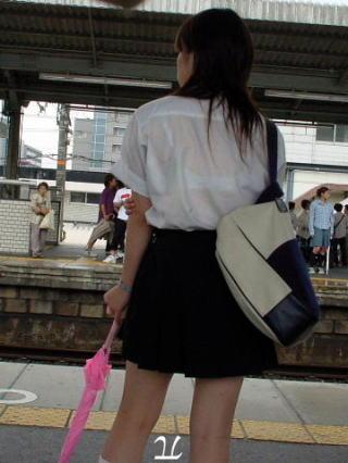 女子校生の透けブラ街撮りエロ画像042