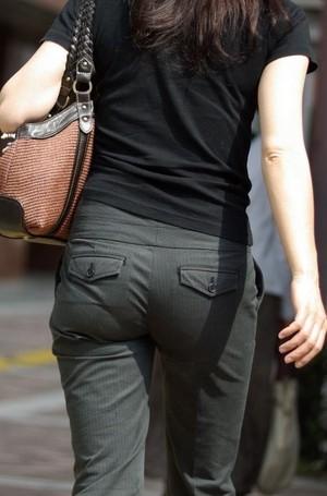 ピタパン・パンツスーツのOLお姉さんのお尻を盗撮したエロ画像7