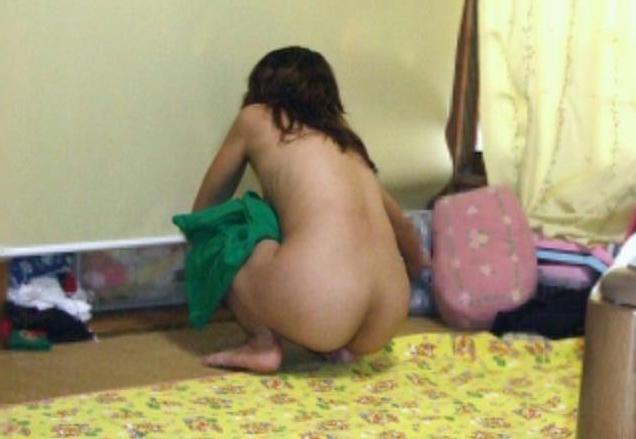 嫁の家庭内盗撮素人エロ画像1