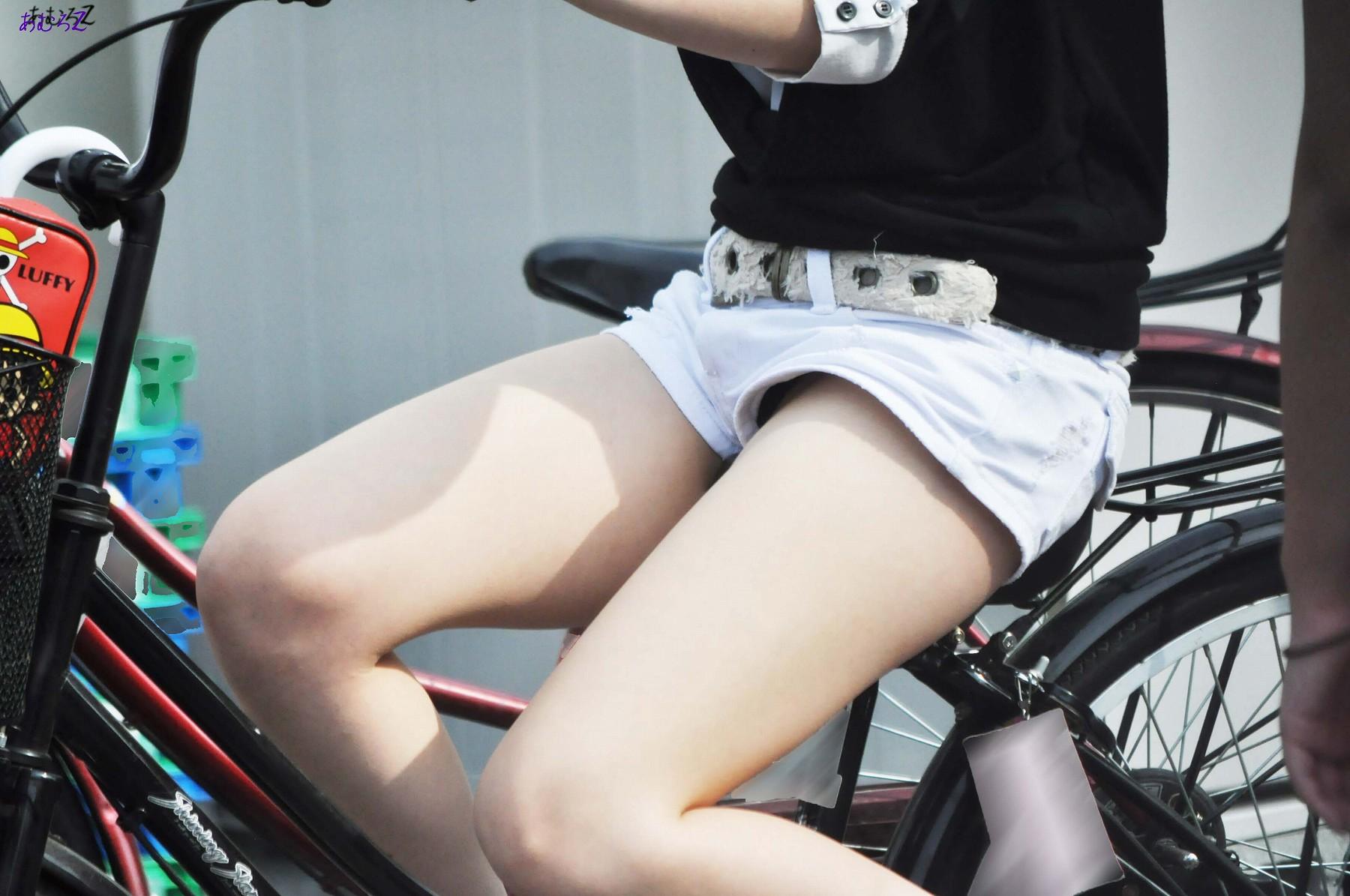 ムチムチでHな生脚太ももを街撮りした素人エロ画像10