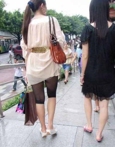 本人が気づいてなさすぎるパンチラ街撮り素人エロ画像12