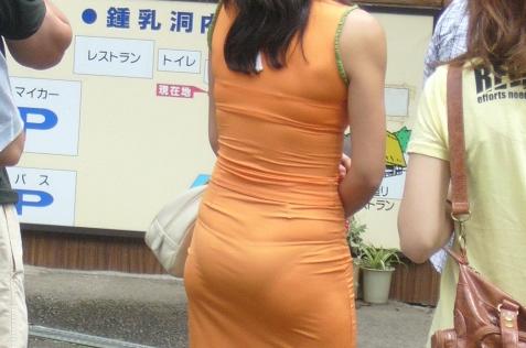ボディラインと透けパン・透けブラがエロいワンピース女子の街撮り素人エロ画像1