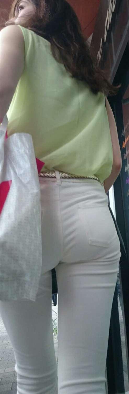 白パンツの街撮り素人エロ画像5