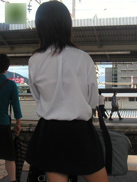 女子校生の透けブラ街撮りエロ画像015