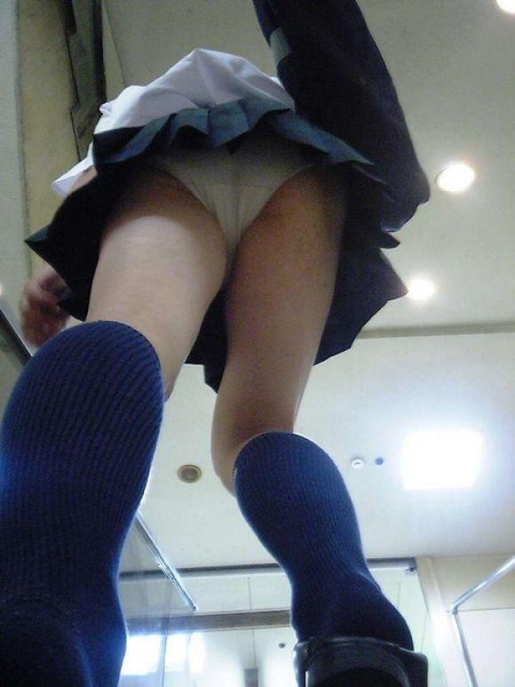 JKの学校内盗撮パンチラ素人エロ画像27