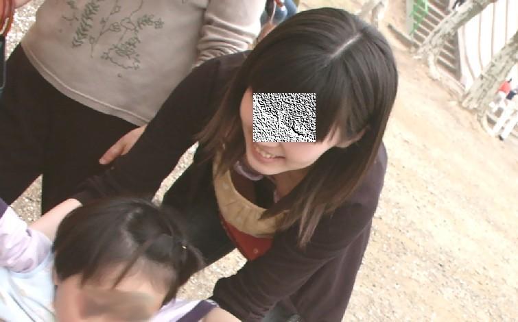 子連れ若ママの胸チラおっぱい街撮り素人エロ画像20