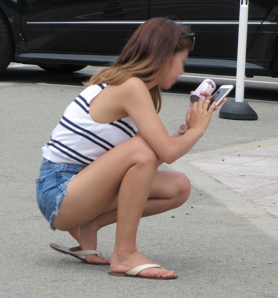 ショートパンツギャルの街撮り素人エロ画像6