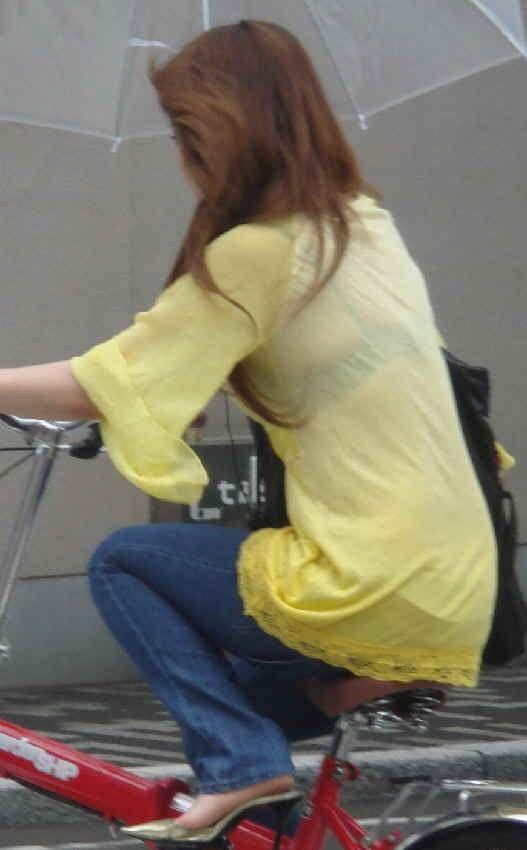 長袖なのに透けブラするお姉さんの素人エロ画像26