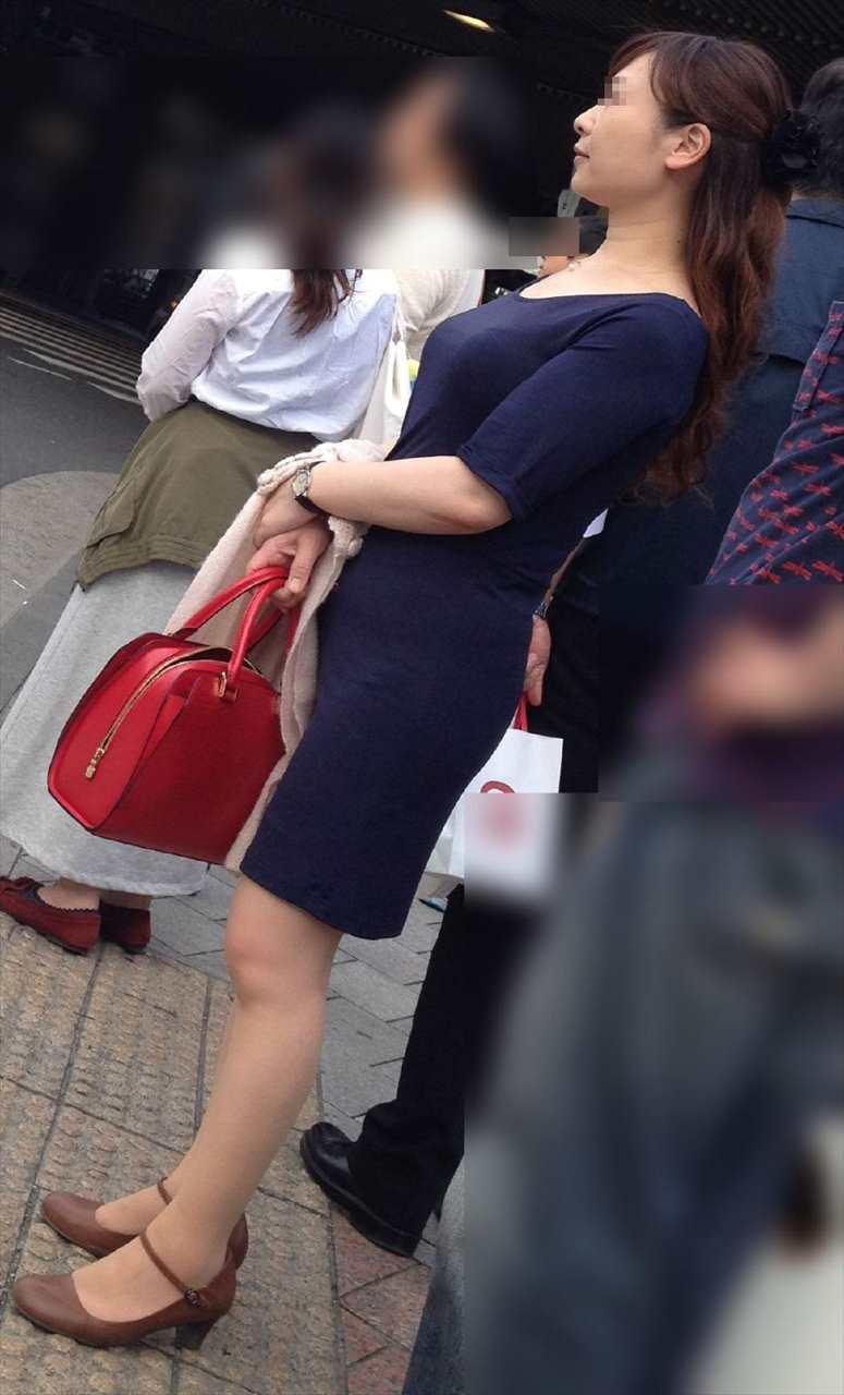 着衣巨乳おっぱいの街撮り素人エロ画像4