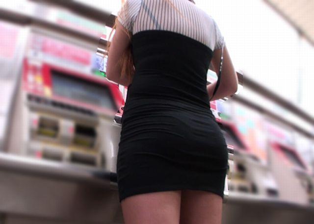ボディラインと透けパン・透けブラがエロいワンピース女子の街撮り素人エロ画像24