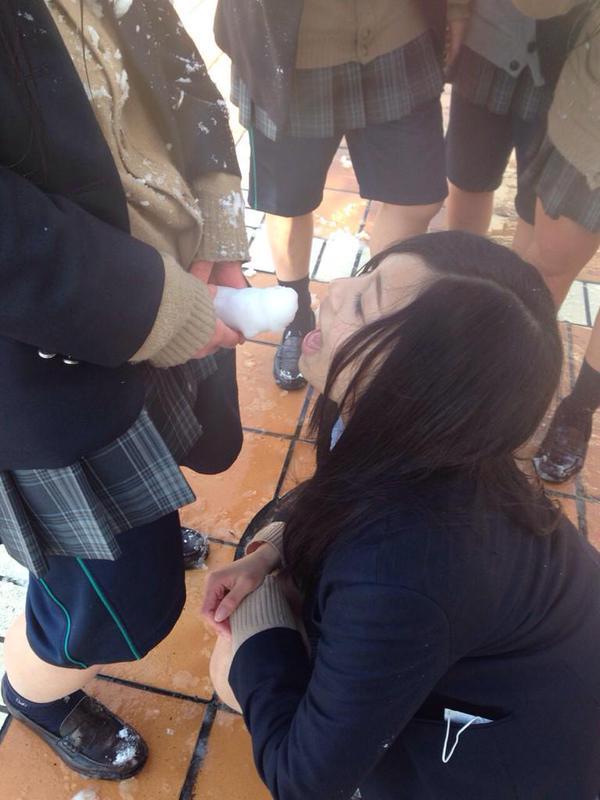 素人JK学校内撮りおふざけエロ画像14