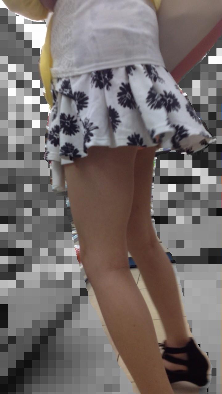 ムラムラきまくるミニスカギャルの街撮り素人エロ画像17