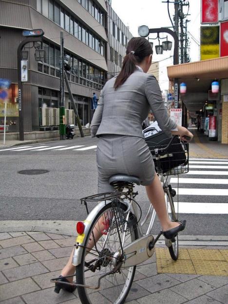 自転車お尻の街撮り素人エロ画像11