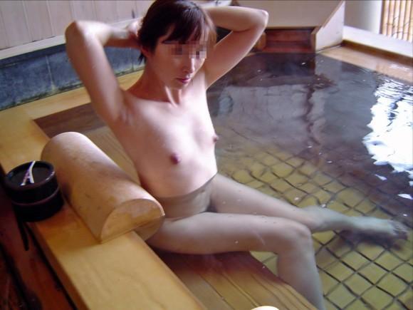 混浴全裸入浴の素人エロ画像17